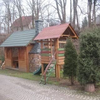 Drewniany plac zabaw